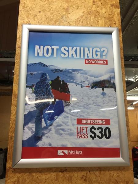 スキー場にあるポスター